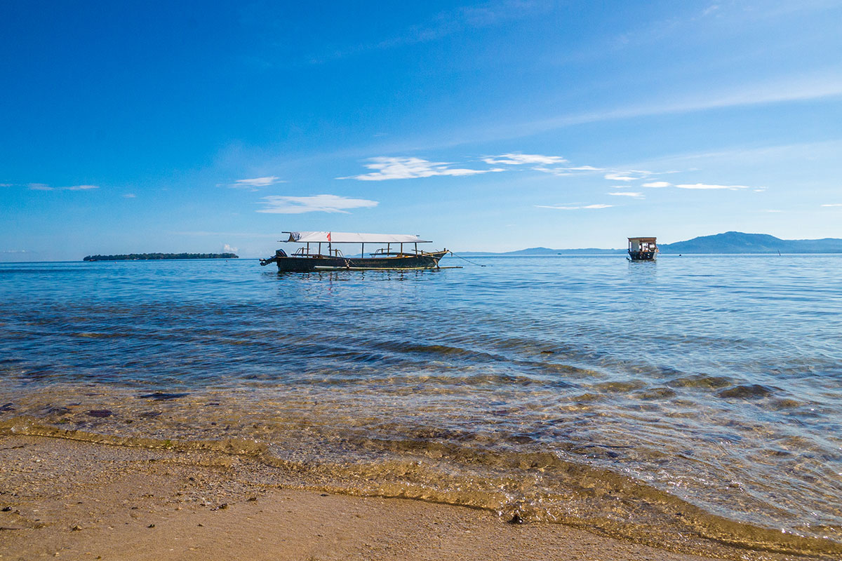 Beach with Boats, Seabreeze Resort, Bunaken Island, Manado, Indonesia