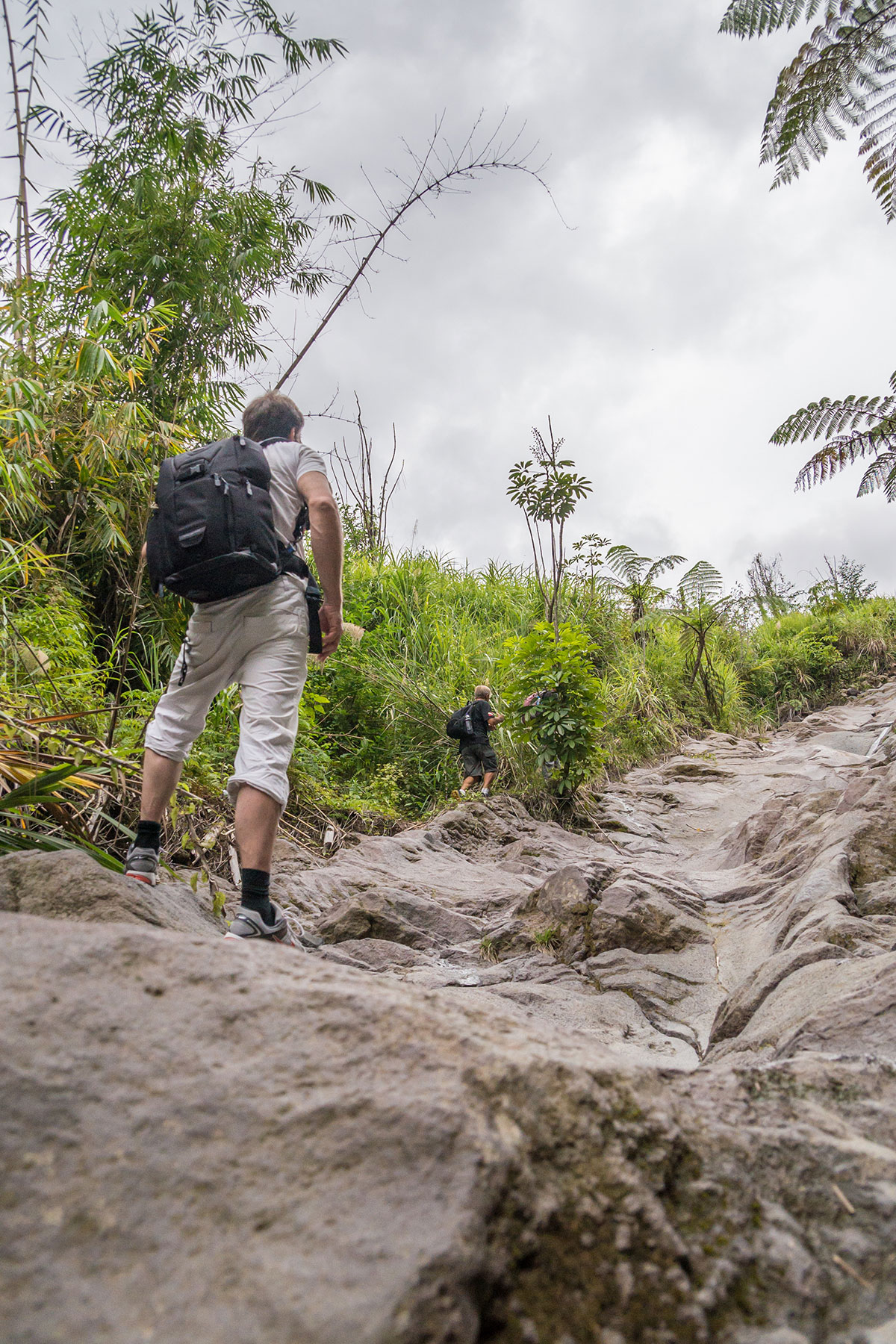 Weg zum Mt. Lokon, Manado, Indonesia