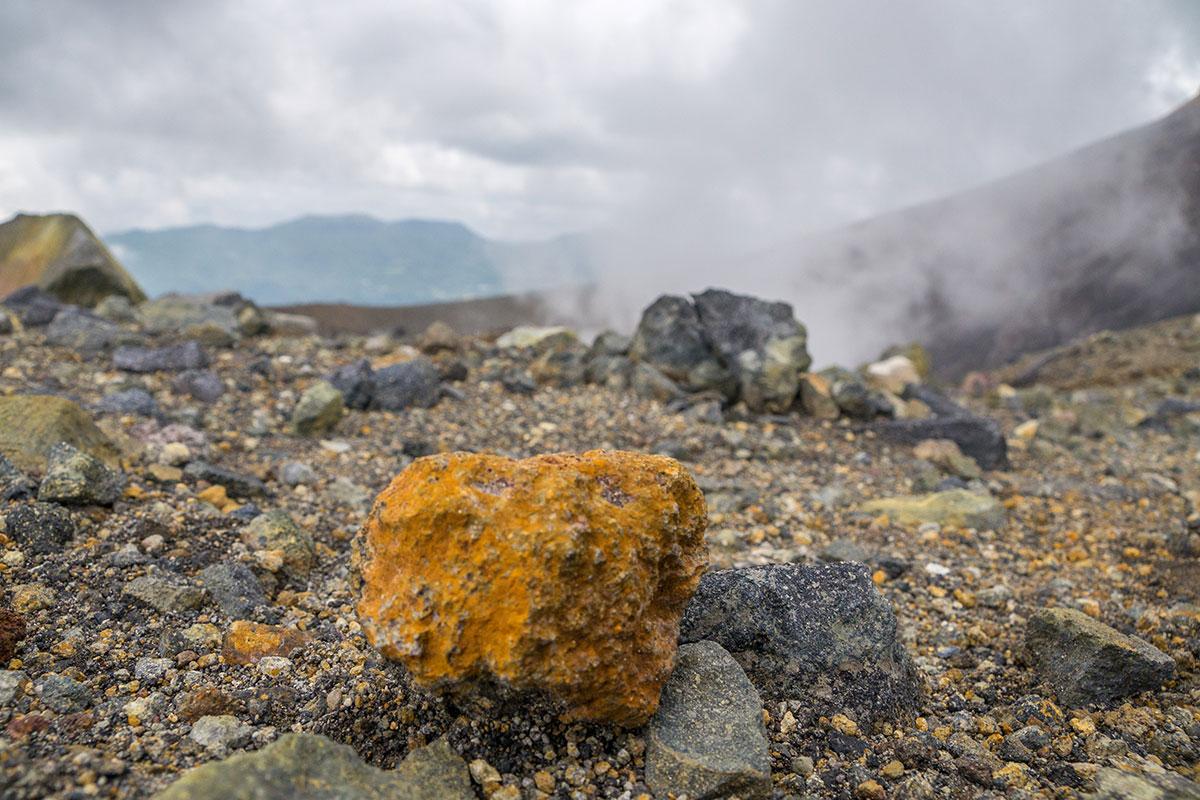 Lava Fels am Mt. Lokon, Manado, Indonesia