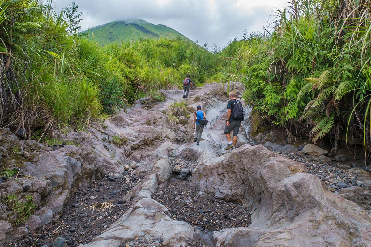 Wanderung auf den Mt. Lokon, Manado, Indonesia
